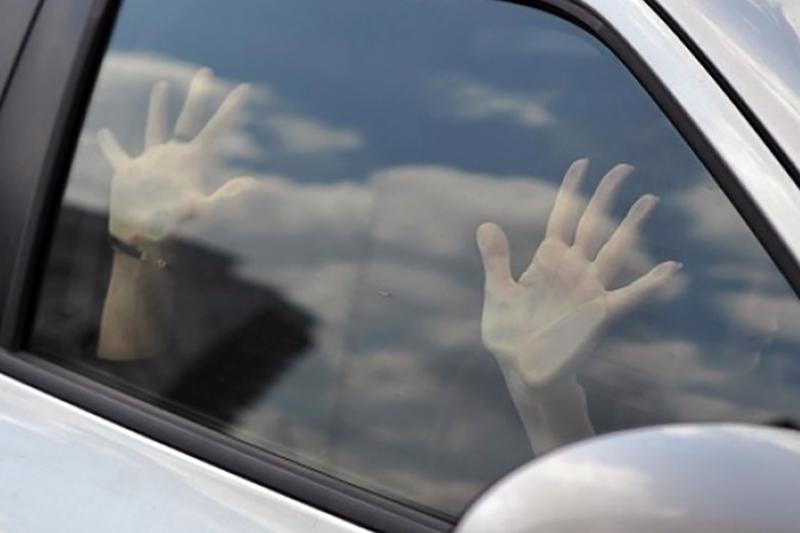 Домогание таксиста видео девушки